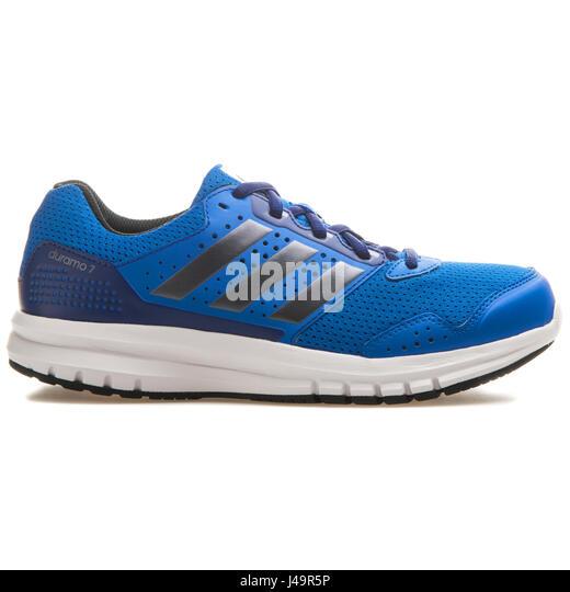 Zapatillas Adidas Zapatillas adidas stock fotos & imagenes de stock Alamy