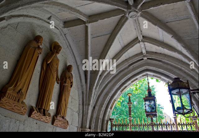 Cloister abbey statue stock photos cloister abbey statue stock images alamy - Portal entree ownership ...