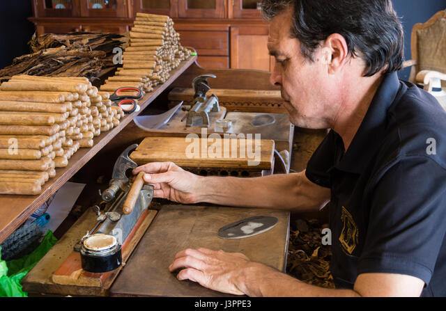 zigarrenmanufaktur stock photos zigarrenmanufaktur stock images alamy. Black Bedroom Furniture Sets. Home Design Ideas