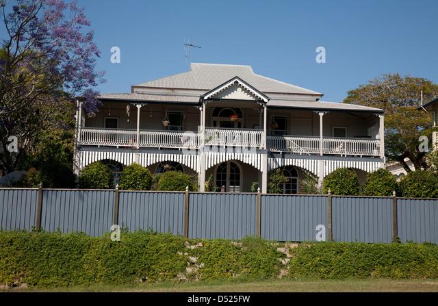 Queenslander stock photos queenslander stock images alamy for Classic queenslander house
