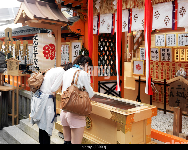 torii of jishu jinja a matchmaking shrine Jishu-jinja shrine 地主神社  21 ancient temples and shrines in kyoto  this shrine prospers as the power spot of match-making the history of the shrine had.