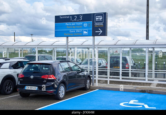 paris airport sign stock photos paris airport sign stock images alamy. Black Bedroom Furniture Sets. Home Design Ideas