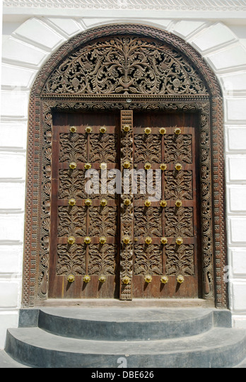 Traditionally carved Zanzibar door - Stock Image & Zanzibar Door Stock Photos u0026 Zanzibar Door Stock Images - Alamy pezcame.com