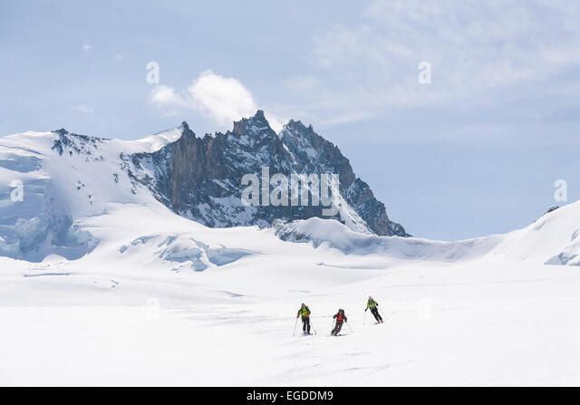 alpine skiing and mt sterling Mt stirling is famous for its cross-country ski trails, with lessons for beginners through to more experienced skiers mt stirling is popular with adventure seekers who chase fresh tracks in the famous stanley bowl and even set up camp overnight - mt stirling permits snow camping, and boasts the unique alpine winter camp with accommodation.