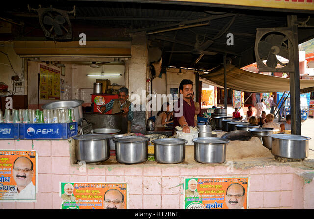 roadside food stall The street food in india is an amalgamation of various flavors that stimulate the taste buds of tourists as well as locals in every big metro, you will find all roads and small narrow lanes having at least one such portable food stall.