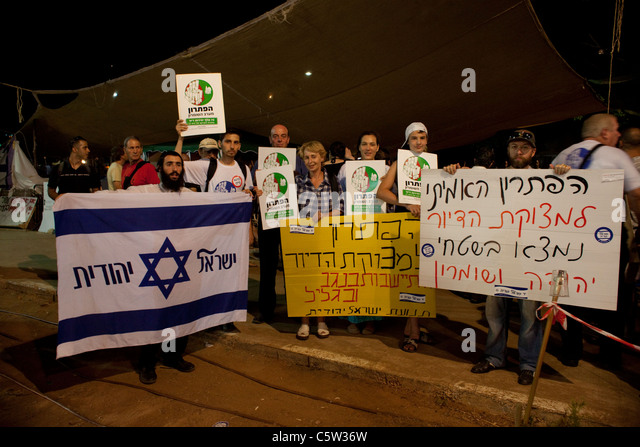 Right wing Jewish settlers from the West Bank protesting at he u0027Tent Cityu0027 protest & Jewish Israel Tent Stock Photos u0026 Jewish Israel Tent Stock Images ...