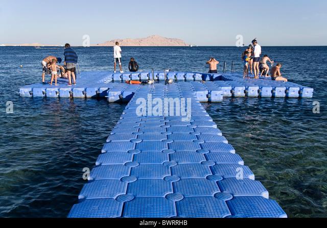 Floating platform stock photos floating platform stock for Floating fishing platform