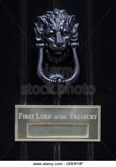 Downing street door knocker stock photos downing street for 10 downing street lion authentic foundry door knocker