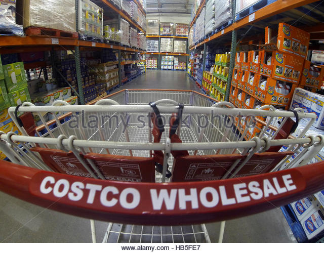 costco shopping stock photos costco shopping stock images alamy. Black Bedroom Furniture Sets. Home Design Ideas