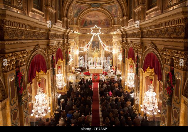 [Image: midnight-mass-in-maltese-parish-churches...cb7a6p.jpg]