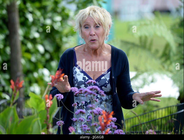 Gardening expert stock photos gardening expert stock images alamy Gardening tv shows online