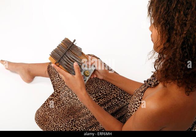 how to play kalimba thumb piano