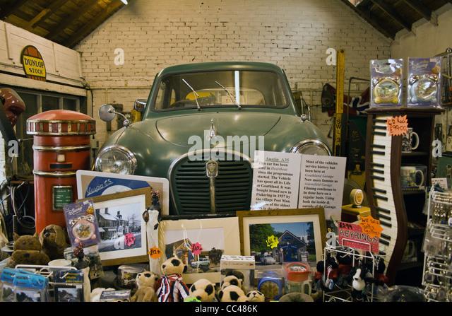 Wen2k Com Junk Yard Salvage Yard Auto Repair Garage: Garage Junk Stock Photos & Garage Junk Stock Images