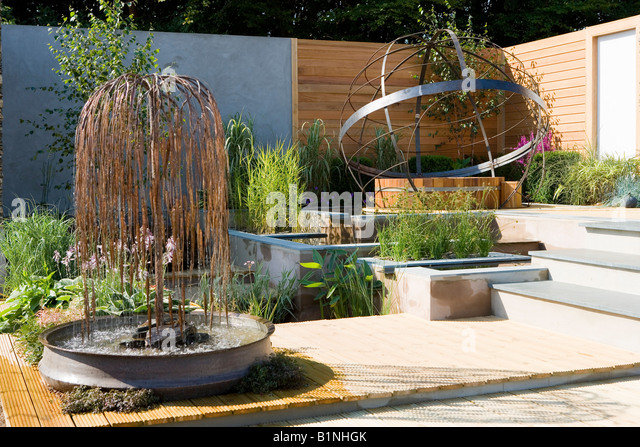 Copper Willow Fountain In A Garden Water Feature   Stock Image