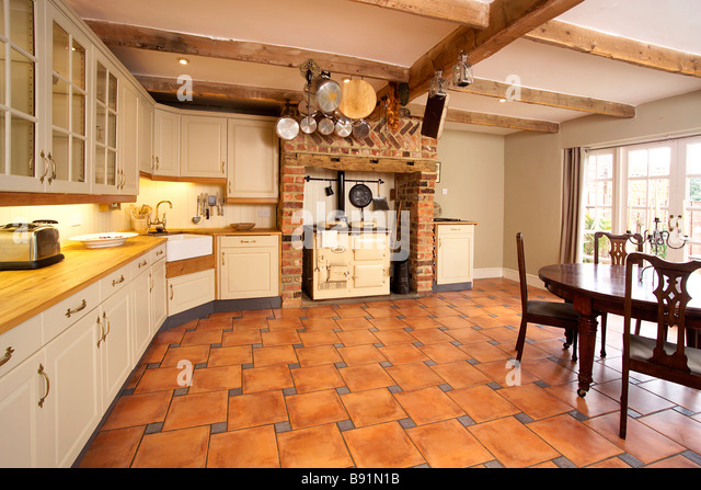 Aga kitchen stock photos aga kitchen stock images alamy for Traditional english kitchen