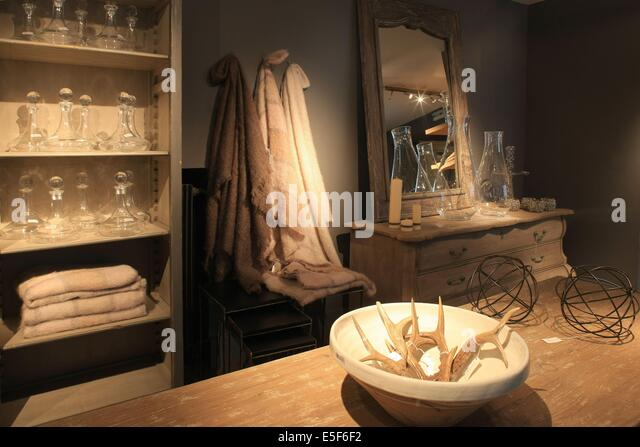 flamant store stock photos flamant store stock images alamy. Black Bedroom Furniture Sets. Home Design Ideas