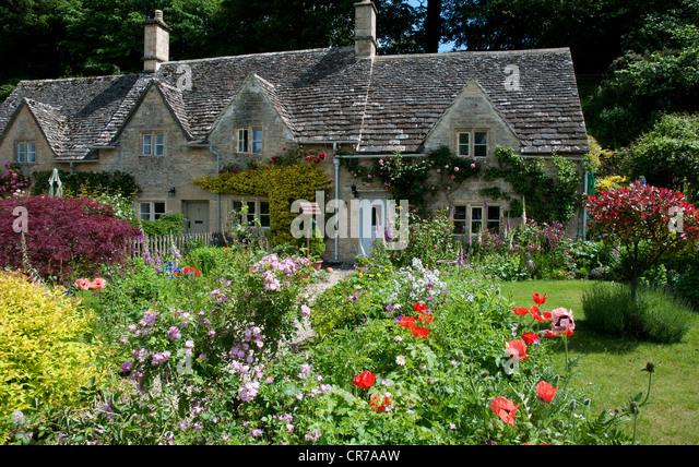 english cottage gardens stock photos amp english cottage
