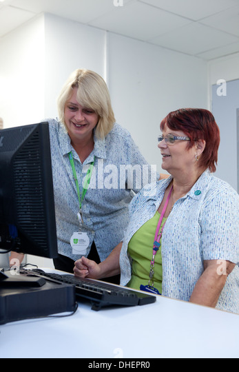 how to become a receptionist in a hospital