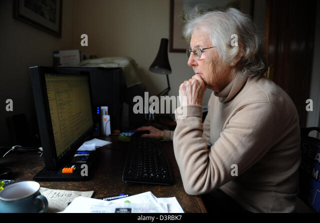 how to teach elderly to use computer
