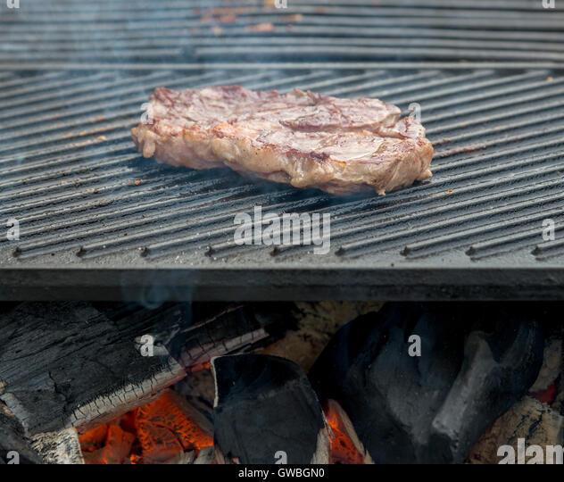 T Bone Steaks Stock Photos & T Bone Steaks Stock Images ...