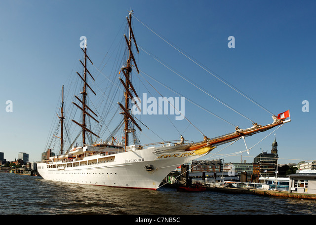 three masted sailing yacht stock photos three masted sailing yacht stock images alamy. Black Bedroom Furniture Sets. Home Design Ideas