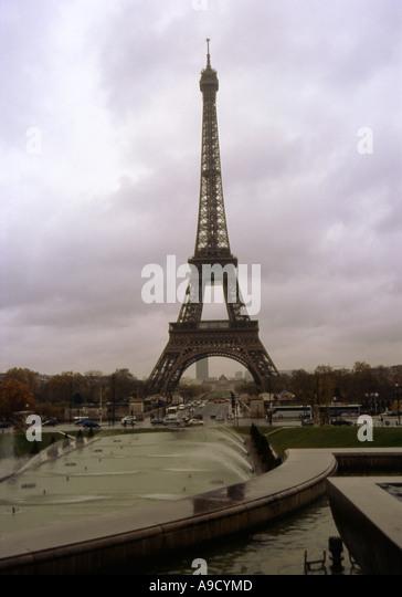 Mercedes Eiffel Tower : Car in front eiffel tower stock photos