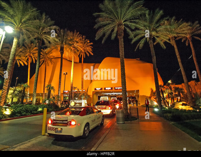 Busy Shopping Mall Usa Stock Photos Busy Shopping Mall Usa Stock Images Alamy