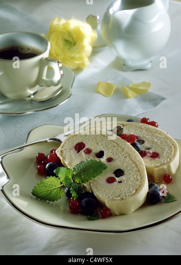Sponge Cake With Mascapone And Fruits