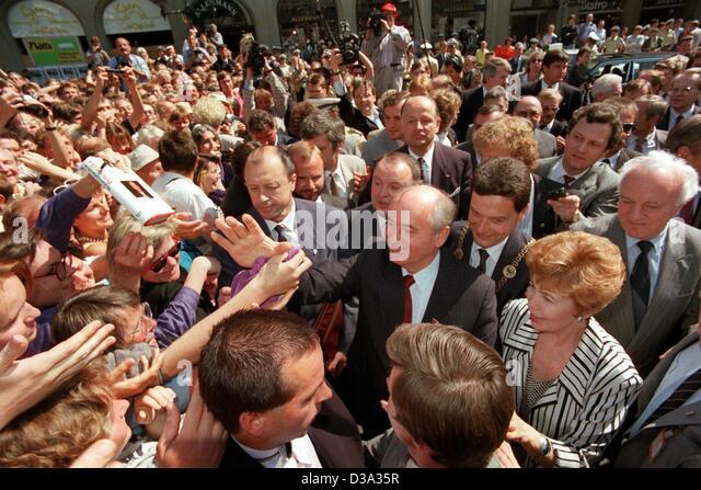 dpa files mikhail gorbachev c and his wife raisa gorbacheva r