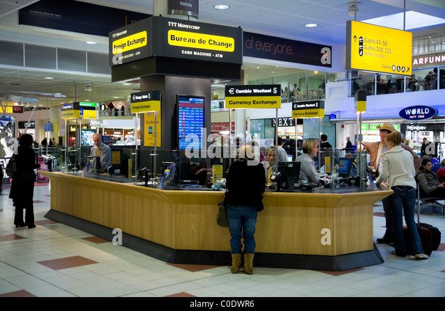 Foreign exchange rates airport stock photos foreign exchange rates airport stock images alamy - Gatwick airport bureau de change ...