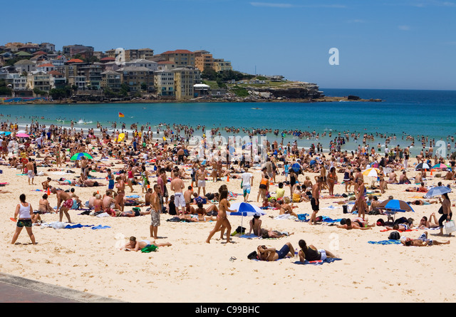 summer-crowds-at-bondi-beach-sydney-new-