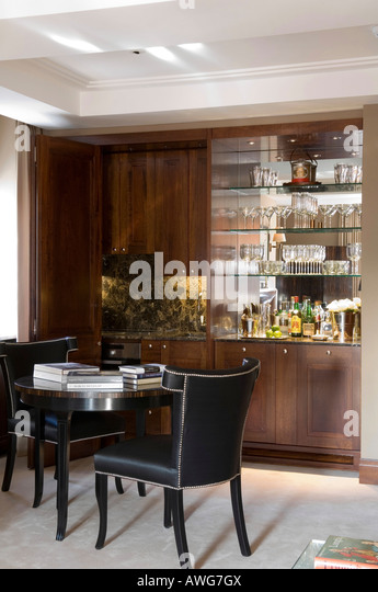 Drinks cabinet stock photos drinks cabinet stock images for Built in drinks cabinet
