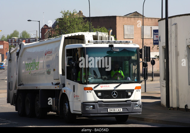 Truck dustbin lorry stock photos truck dustbin lorry stock images alamy - Veolia habitat services ...