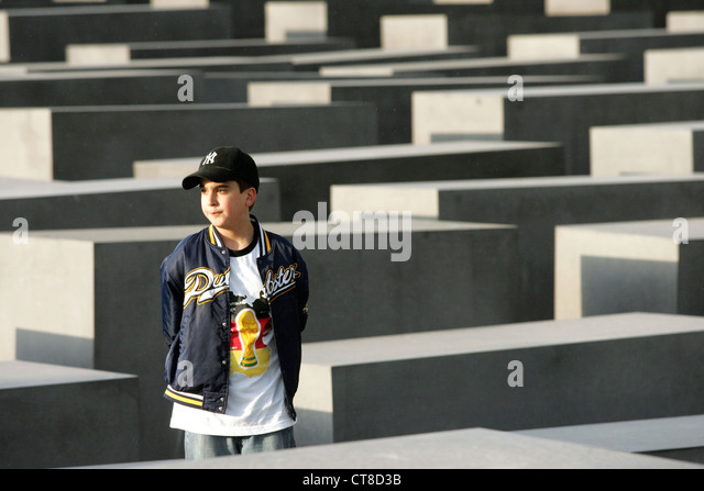 a victims recollection of events during the holocaust in germany [the texture of memory]  analysis of the holocaust memorials in germany  to the resistance and mass murder of jews during world.