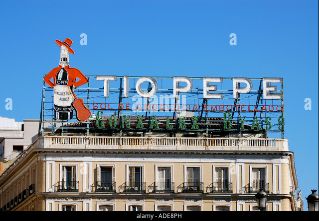 Billboard hoarding spain stock photos billboard hoarding for Tio pepe madrid puerta del sol