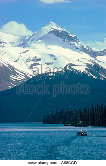 Tour boat on maligne lake stock photos tour boat on for Motor inn spirit lake