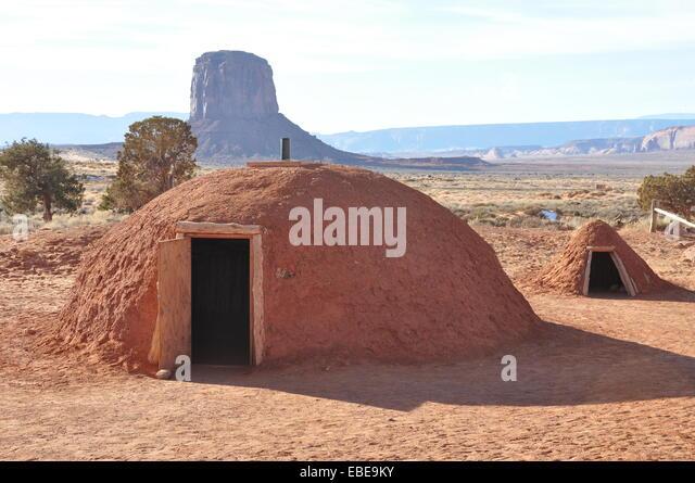 Navajo mueseum - Male Hogan - living huts - My Adventures