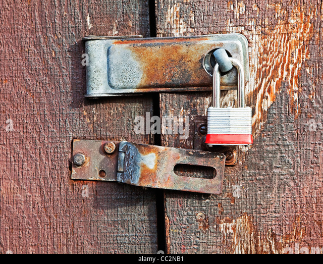 lock and hinge on shed door - Stock Image & Latched Doors Stock Photos \u0026 Latched Doors Stock Images - Alamy
