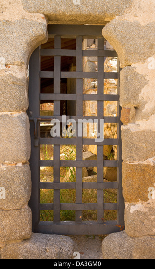 dungeon door in a medieval stone wall - Stock Image & Dungeon Door Stock Photos \u0026 Dungeon Door Stock Images - Alamy Pezcame.Com