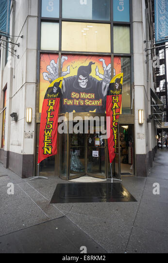 a spirit adventure halloween superstore pop up in new york stock image - Halloween Adventure New York