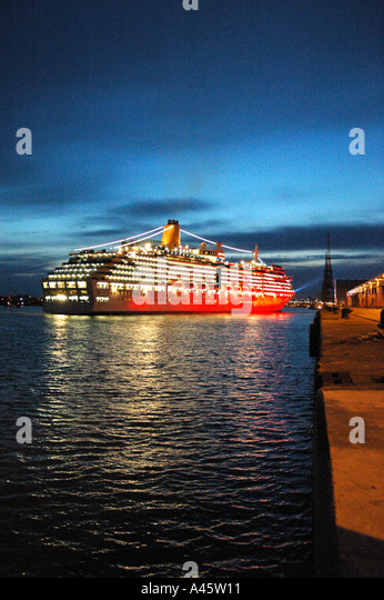 Southampton Docks At Night Stock Photos Amp Southampton