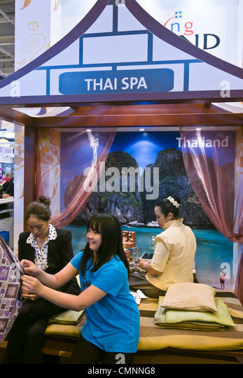 Thai massage thailand stock photos thai massage thailand stock images alamy - Salon massage thai paris 9 ...