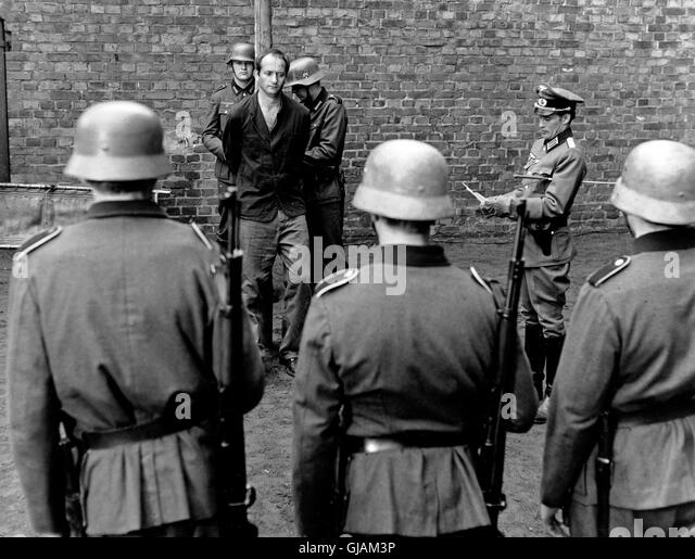 eddie chapman Background after serving with the coldstream guards in the 1930s, chapman deserted and became a safecracker with london west end gangs and.