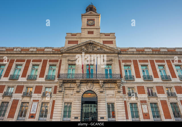 Puerta del sol new year stock photos puerta del sol new for Puerta del sol madrid spain