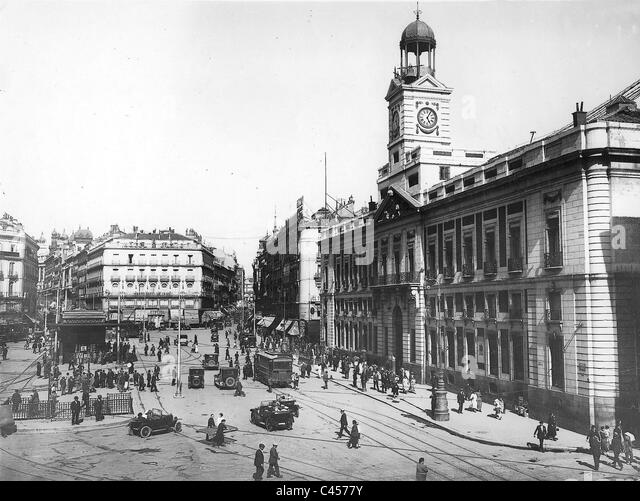 Madrid 1936 stock photos madrid 1936 stock images alamy for Puerta del sol 4