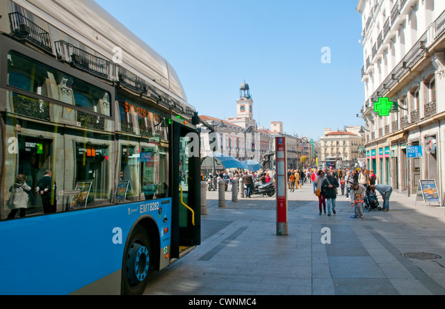 Bus calle stock photos bus calle stock images alamy for Calle sol madrid