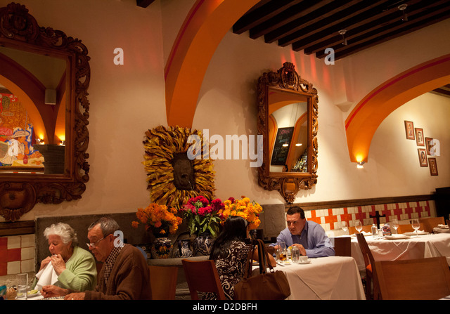 Poblanos stock photos poblanos stock images alamy for El mural restaurante puebla