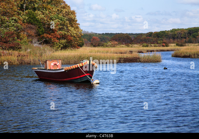 Boat pond stock photos boat pond stock images alamy for Pond fishing boats