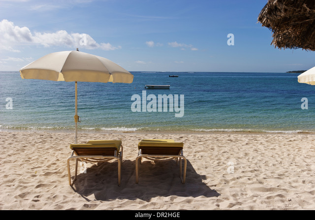 Sun recliners with umbrellas on sandy beach Mauritius. - Stock Image & Sun Recliner Stock Photos u0026 Sun Recliner Stock Images - Alamy islam-shia.org