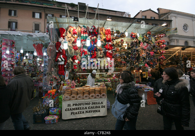 Rome Christmas Shoppers Stock Photos & Rome Christmas ...
